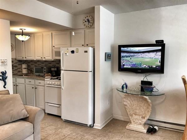 Compact modern Kitchen
