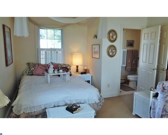 Spacious 4th Bedroom with 1/2 bath - Perfect Light for Studio